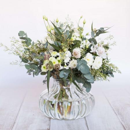 Ramo de flores de temporada blancas