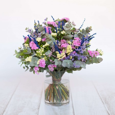 Ramo de flores de temporada tonos lilas