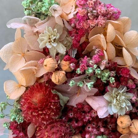 Letra de flores preservadas STRAWBERRY
