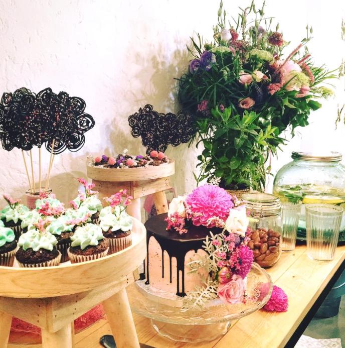 Brunch taller de coronas con flores preservadas